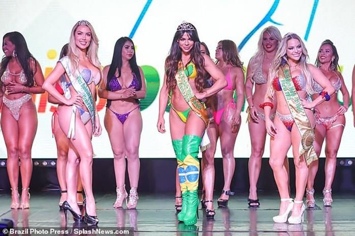 Бразильская модель с самыми красивыми ягодицами мира