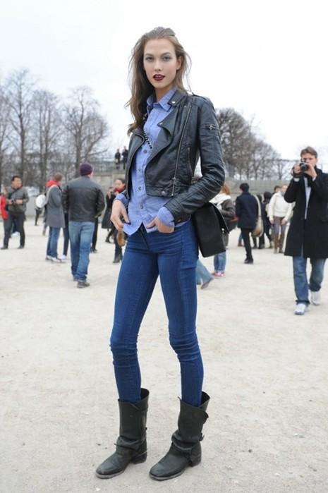 Как женщинам носить джинсы с ботинками: лучшие образы