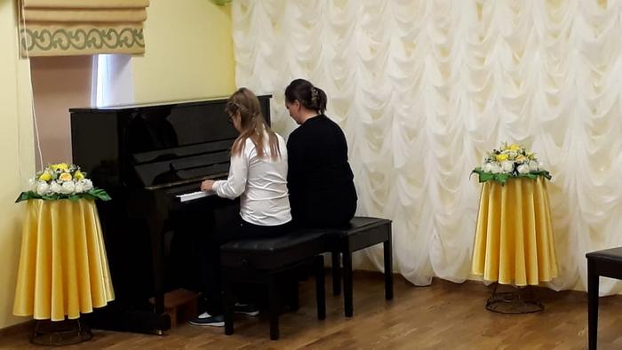 Игра на фортепиано в четыре руки