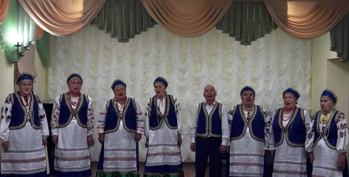 Выступление ансамбля Козинские напевы на сцене Детской школы искусств Грайворонского района