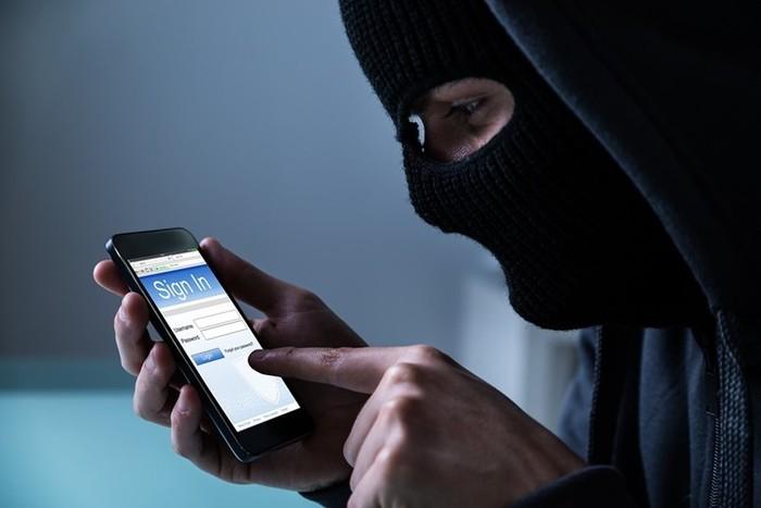 Успех телефонных мошенников: психология плюс персональная информация о клиентах банков