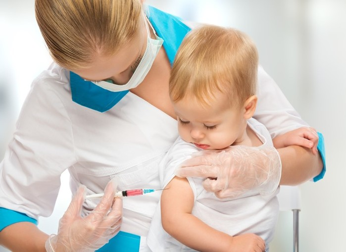 Сколько россиян считают прививки вредными