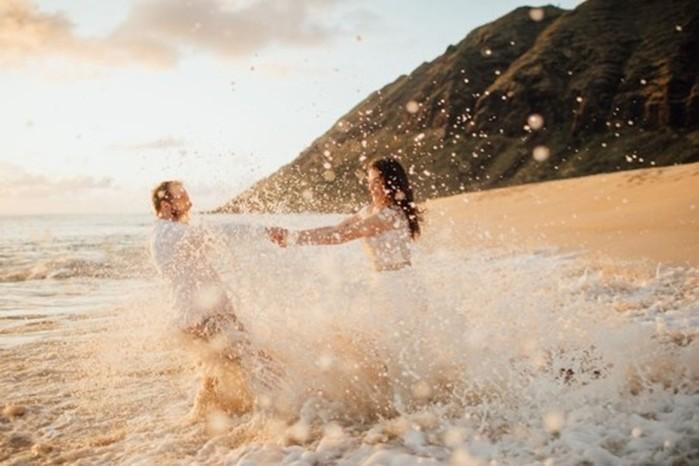 Платье невесты испортили на фотосессии на берегу океана