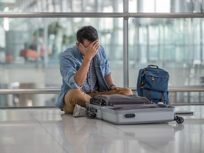 Почему не стоит обматывать чемодан пленкой