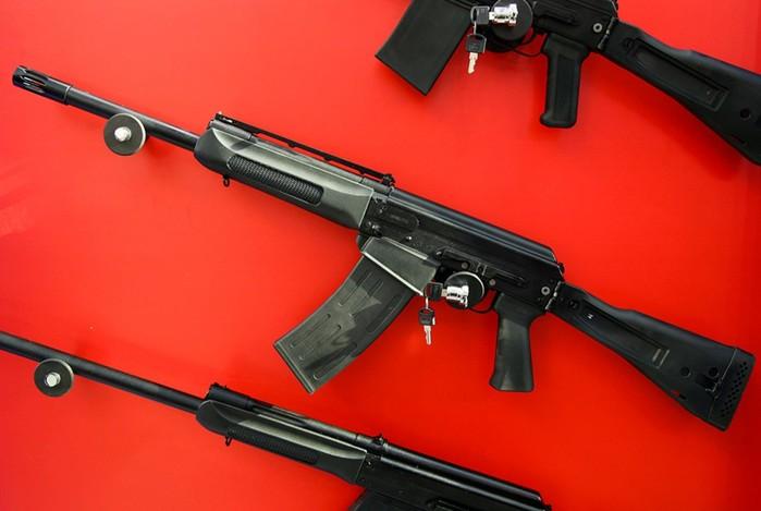 Какое оружие дарят российским политикам, чиновникам ибизнесменам
