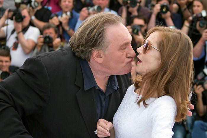 Фотографии самых впечатляющих поцелуев года