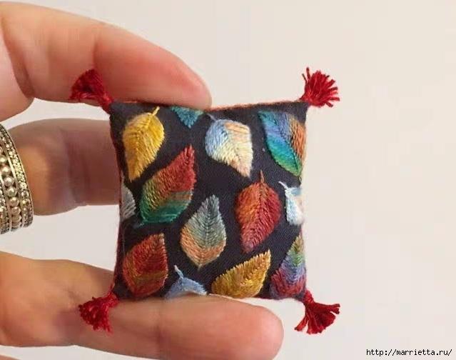 Миниатюрные подушечки с вышивкой (2) (639x504, 132Kb)