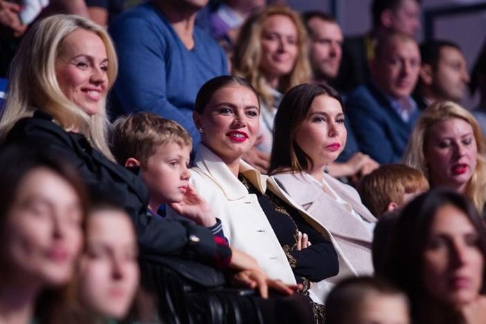 Кабаева впервые показала детей. Только взгляните на них
