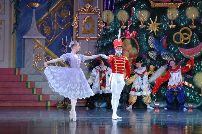 Девки Топлесс Танцуют На Сцене – 7 Дней С Русской Красавицей (1991)