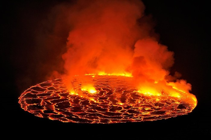 Путешествие к центру Земли: кратер вулкана Ньирагонго