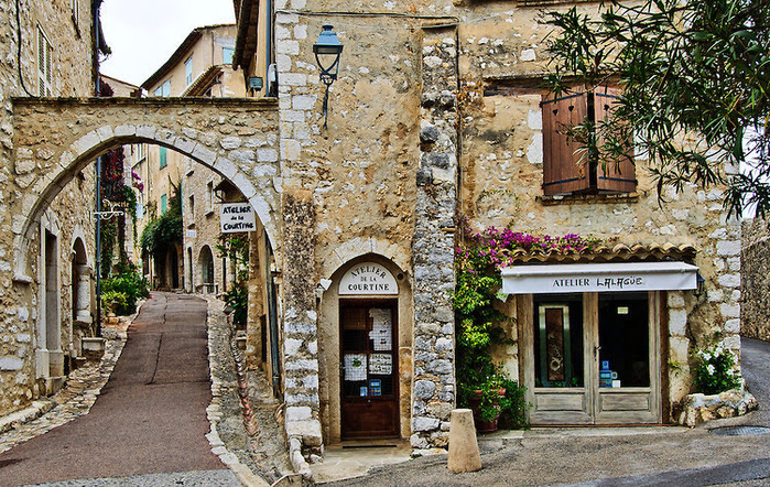 Archway-and-Street-Saint-Paul-de-Vence (700x442, 602Kb)