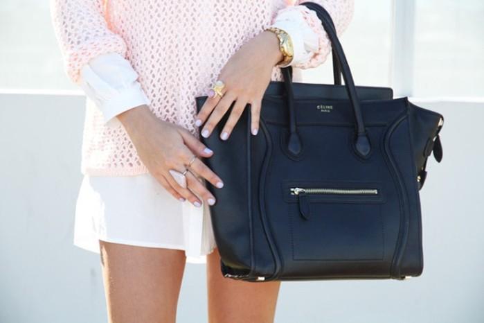 Что обязательно должно находиться в женской сумочке