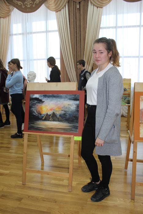 Дарья Новикова со своей работой