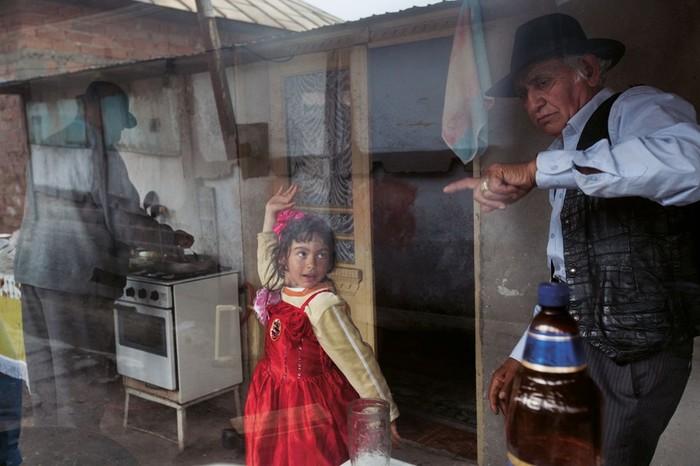 Жизнь цыган миллионеров в роскошных особняках и с туалетом на улице