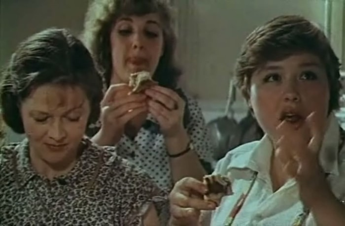 Актрисы фильма «Одиноким предоставляется общежитие»