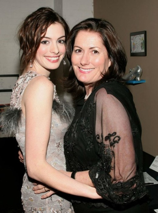 Знаменитости со своими мамами