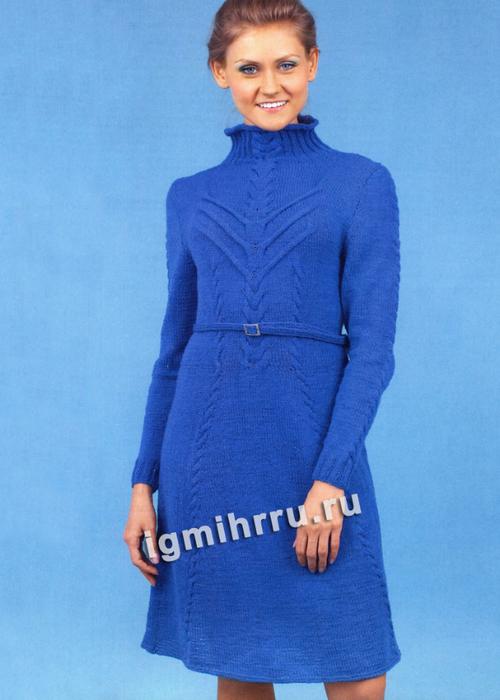 Теплое синее платье с рельефными узорами. Вязание спицами