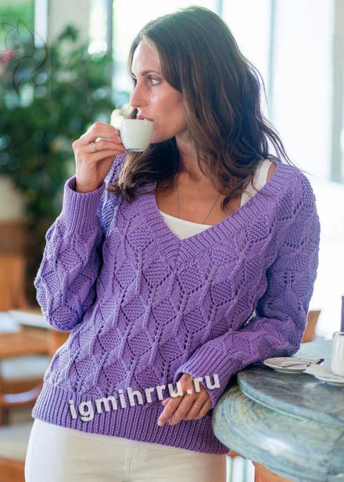 Сиреневый пуловер с ромбами и ажуром. Вязание спицами