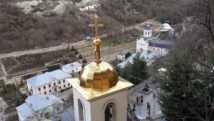 "<img src=""holy-dormition-monastery.png"" alt=""свято-успенский монастырь"">"