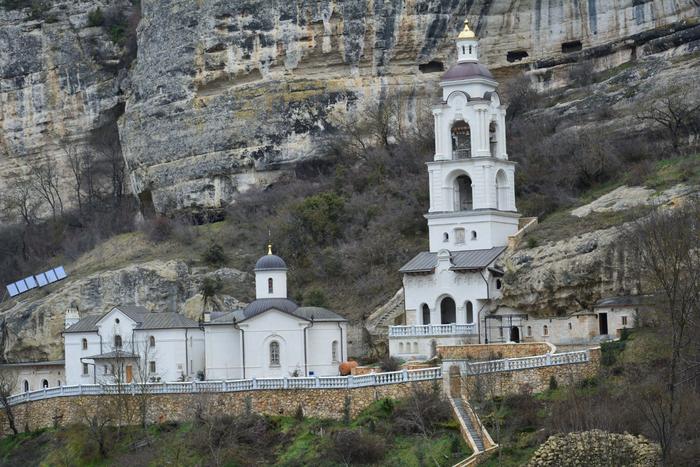 "<img src=""holy-dormition-monastery.png"" alt=""свято-успенский монастырь,крым"">"