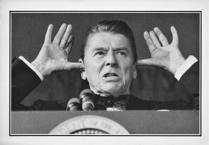 PRESIDENT REAGAN SALUTES THE PRESS 1983 (700x486, 87Kb)