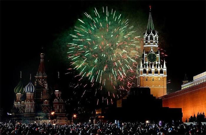 Фейерверк   старая новогодняя традиция, заложенная Петром I