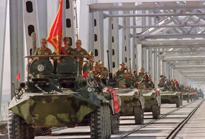 Зачем советские солдаты ездили на броне боевых машин