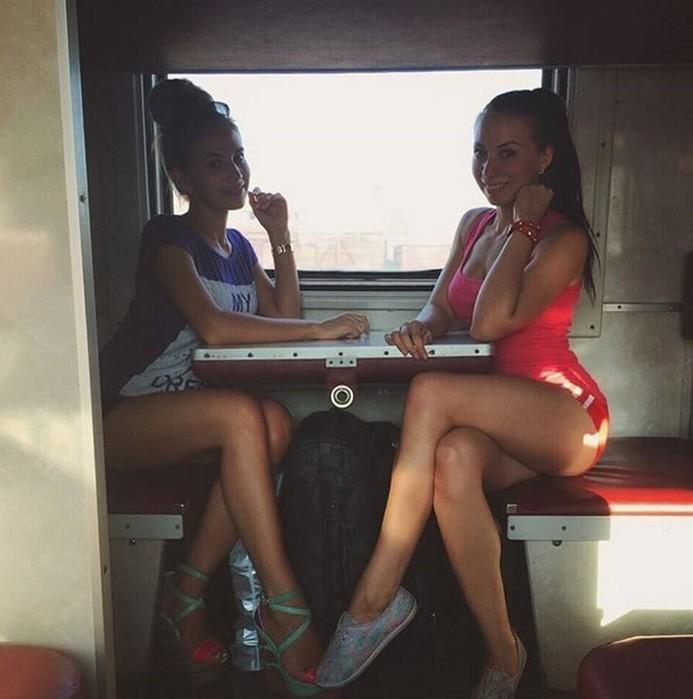 Фотографии красивых девушек в плацкартном вагоне