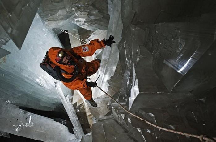Удивительная пещера гигантских кристаллов в Мексике