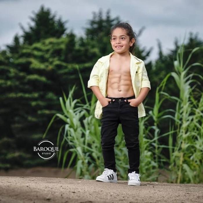 Иранский мальчик c невероятной физической формой