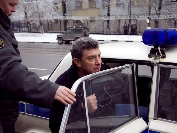 Борис Немцов и «стеснительные провокаторы» (фото)
