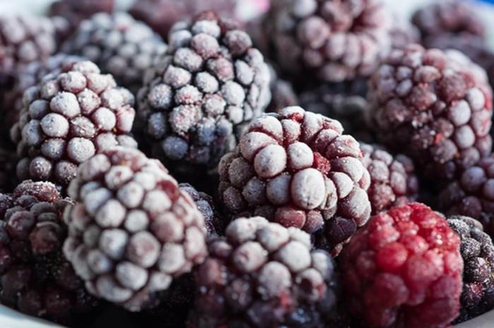 Как правильно замораживать ягоды ифрукты