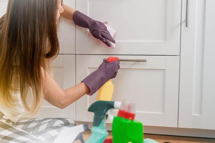 Как наводят чистоту профессиональные уборщики клининговых компаний