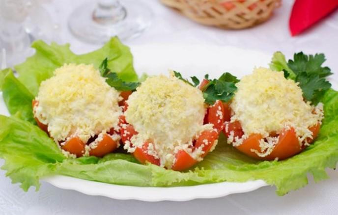 Быстрая закуска с чесноком: тарталетки с плавленым сыром