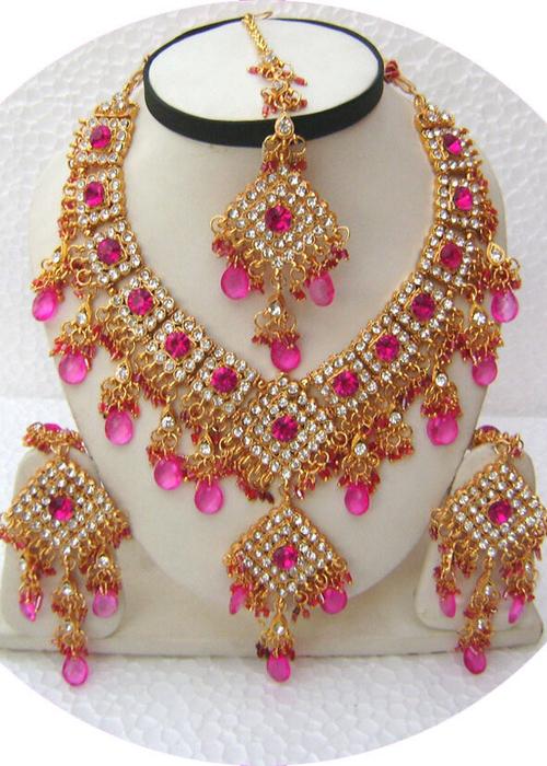 Pink-Diamond-Shape-Choker-Golden-Base-Necklace-Set-with-Tika[1] (500x700, 458Kb)