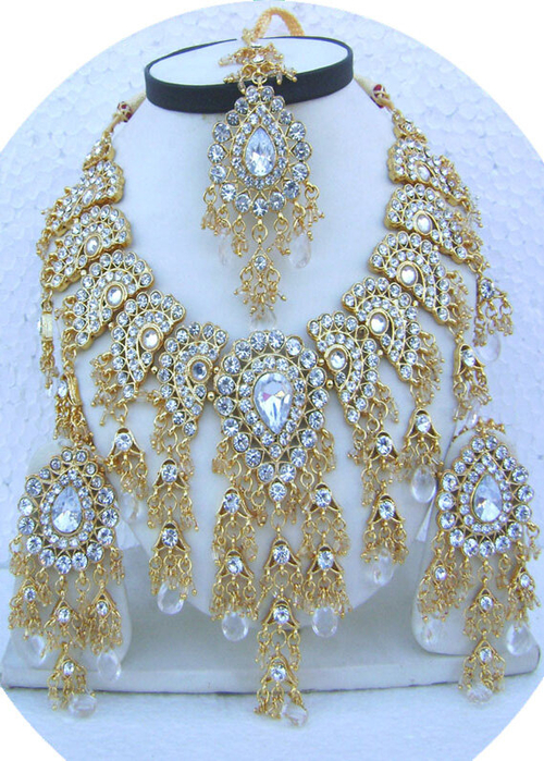 White-Drop-Jhoomar-Pandent-Golden-Base-Necklace-Set-with-Tika[1] (500x700, 501Kb)