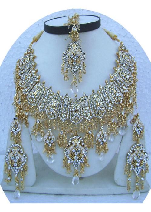 White-Unique-Design-Golden-Base-Necklace-Set-with-Tika[1] (499x700, 449Kb)