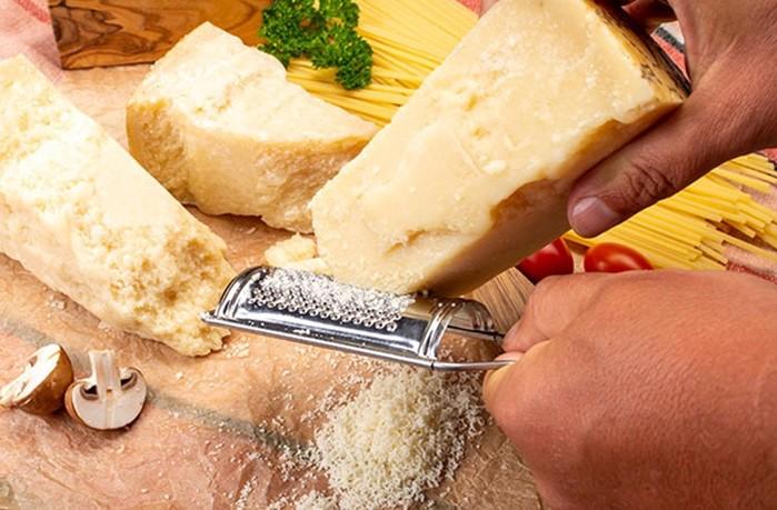 Для чего нужны дырки в сыре