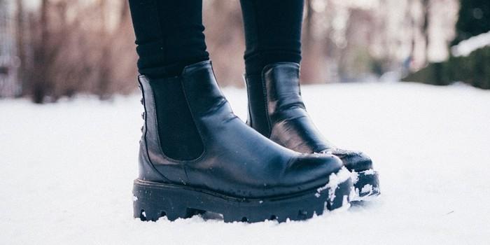 5 вариантов обуви, с которой можно смело носить леггинсы