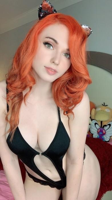 Красивые девушки с необычными крашеными волосами