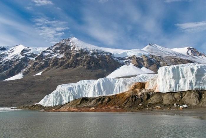 Таинственная загадка «кровавого» водопада в Антарктиде