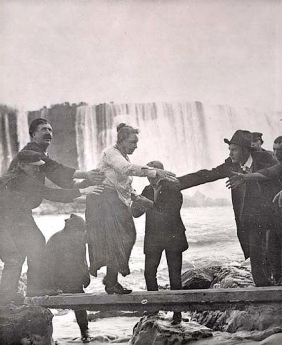 Самые безумные покорители Ниагарского водопада