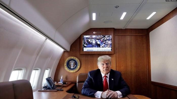 Как защищен самолет американського президента