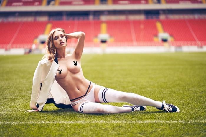 Участницы футбольной команды Playboy