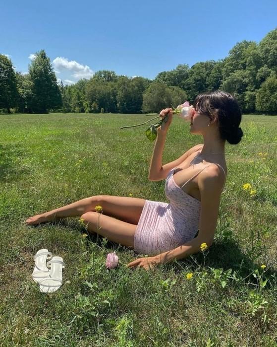 Девушки в летних платьицах (фотографии)