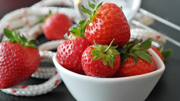 3085196_strawberryberryPlaterope991857 (700x393, 179Kb)