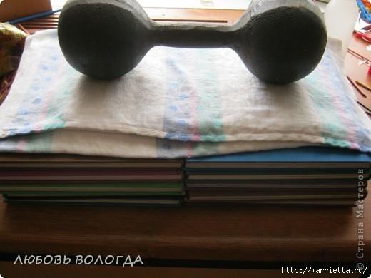 Плетение из газет. Мастер-класс на крышку с цветным узором из трубочек (13) (520x390, 110Kb)