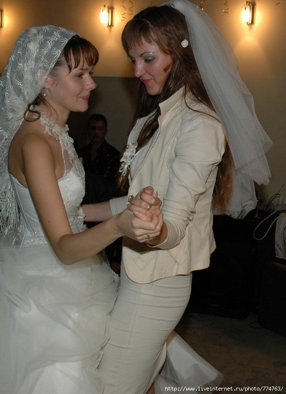 Фотоальбом Взрослеющий_Львёнок / Свидетельница на свадьбе.