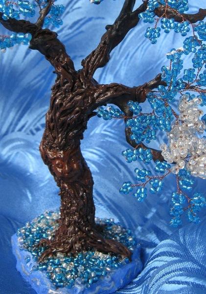 Ртвол березки из бисера тоже можно приукрасить блестками.
