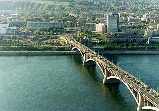 Еще в Красноярске есть железнодорожный мост и.